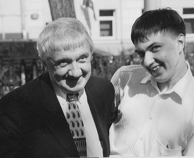 Юра с сыном 9 мая 2003